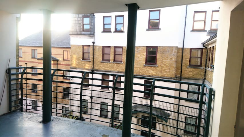 Balcony overlooking the building courtyard - Outside front door.
