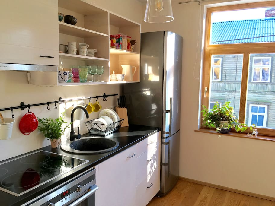 Fully equipped kitchen - enjoy morning sun and coffe