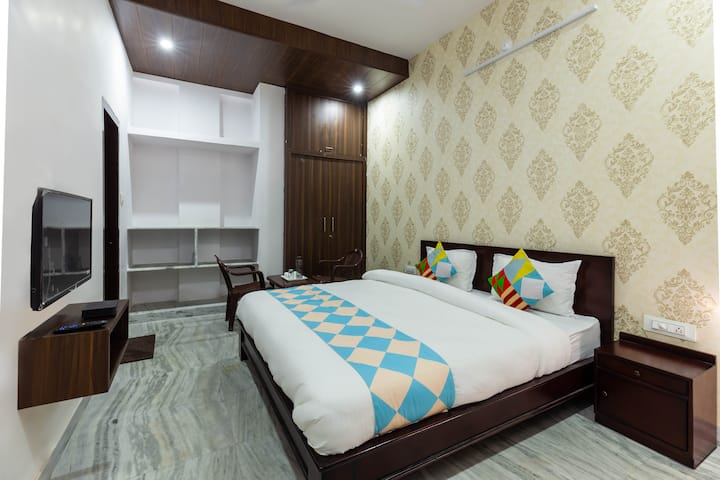 Gharana- luxurious and spacious 2 private bedrooms
