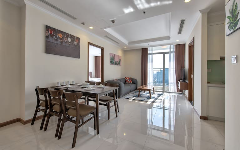 3 bedroom apartment on floor 36 with great city view can host up to 8 guests
