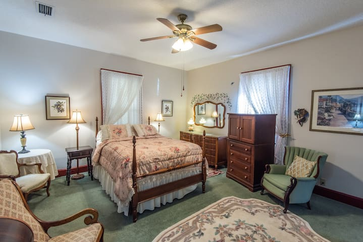 The Master Suite - River Park Inn