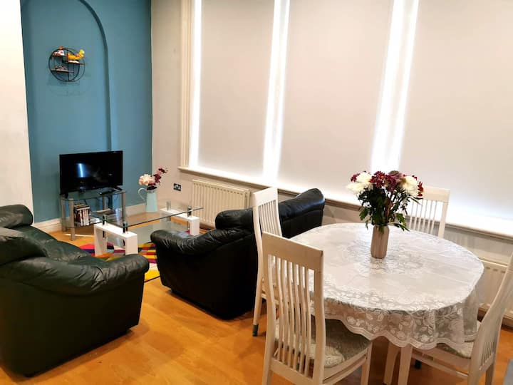Private room in 2bedroom apartment (central)