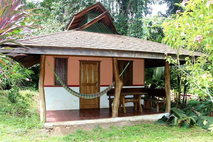 Kleines Haus 300 m vom Strand mit viel Natur A1 - Cahuita - Bungalow