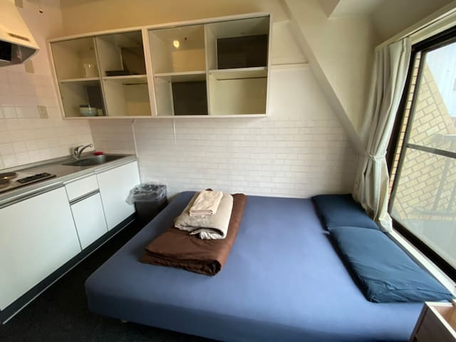 Cozy RoomA Shared Apartment  5mins Golden Gai 2ppl
