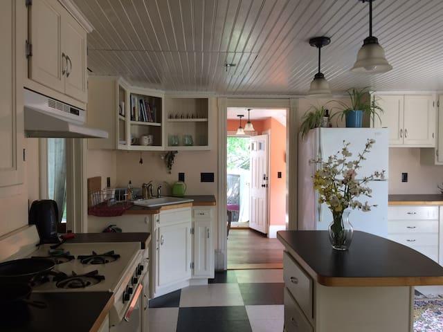 Relax&Retreat - your home in Burlington