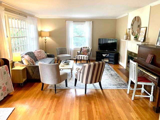 From the minute you walk in the front door, this home's warm, welcoming vibe is unmistakable. It's clean, cozy, spacious and comfortable. The yard's absolutely fantastic. So is the location!
