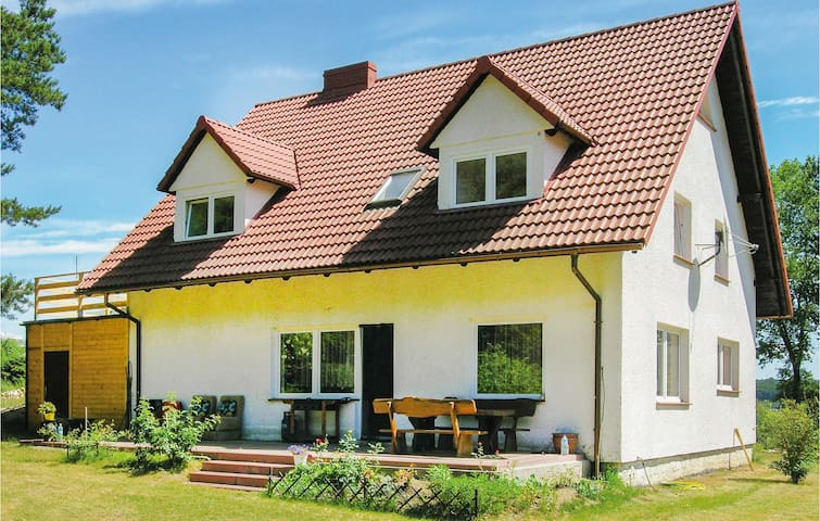 Holiday cottage with 5 bedrooms on 200m² in Goreczyno