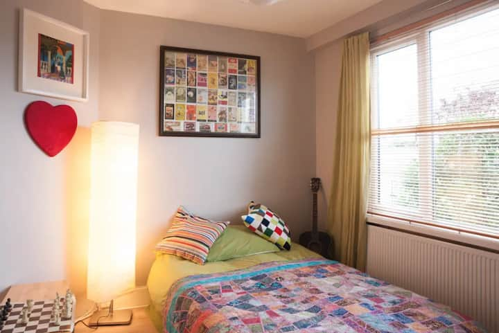 Cosy Room in  Family Home  Crumlin/Kimmage area