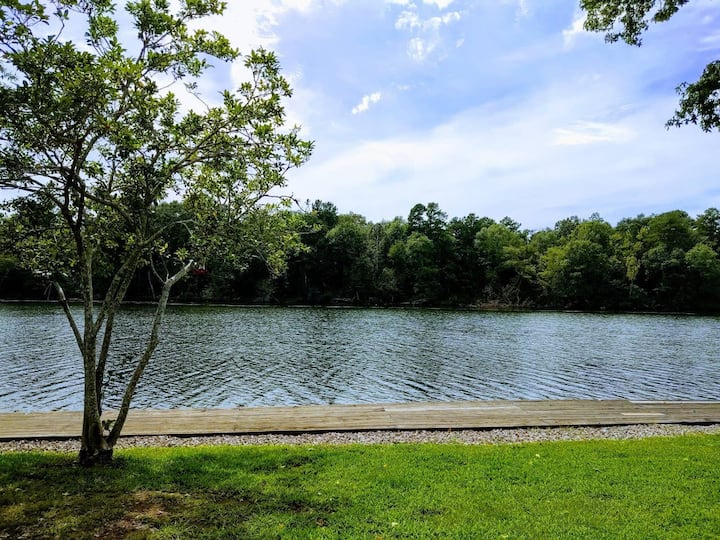 Lake front updated condo - great for couples!