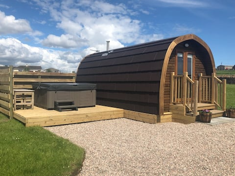 Camster Self Catering Pod with Hot Tub (The Cairn)