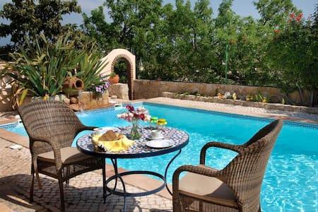 Lagos-Garden+Pool+Quiet - Lagos - Bed & Breakfast