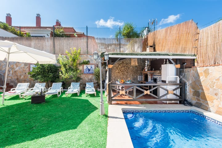 Tranquila casa cerca de las principales atracciones con piscina, terraza, jardín, Wi-Fi y aire acondicionado *Se prohíbe la entrada a aquellas personas que no figuren en la reserva inicial*