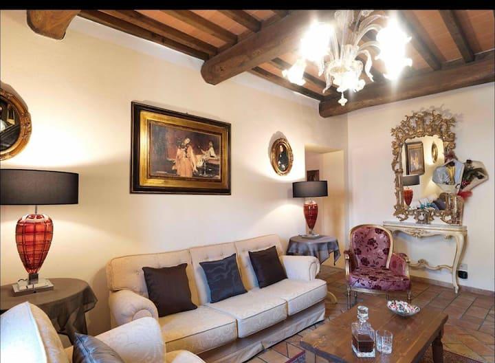 Elegante appartamento mq160 nel borgo medievale