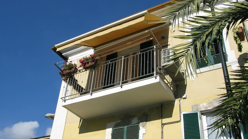 Near the sea in the city center - Imperia - Apartment