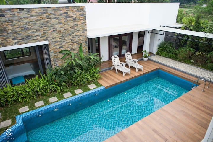 V Pool Villa