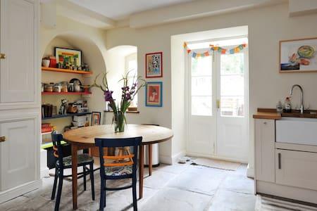 Massive flat... in beautiful Clifton Village - Bristol - Apartamento