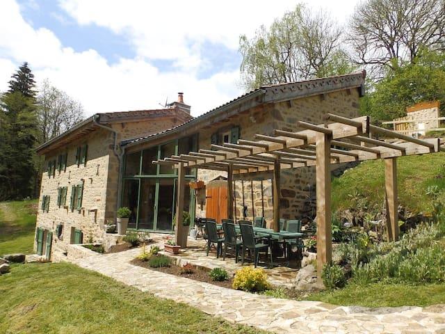 Ancien moulin rénové de 230 m² hab. - La Chapelle-Agnon - Dom