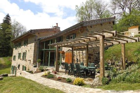 Ancien moulin rénové de 230 m² hab. - La Chapelle-Agnon - บ้าน
