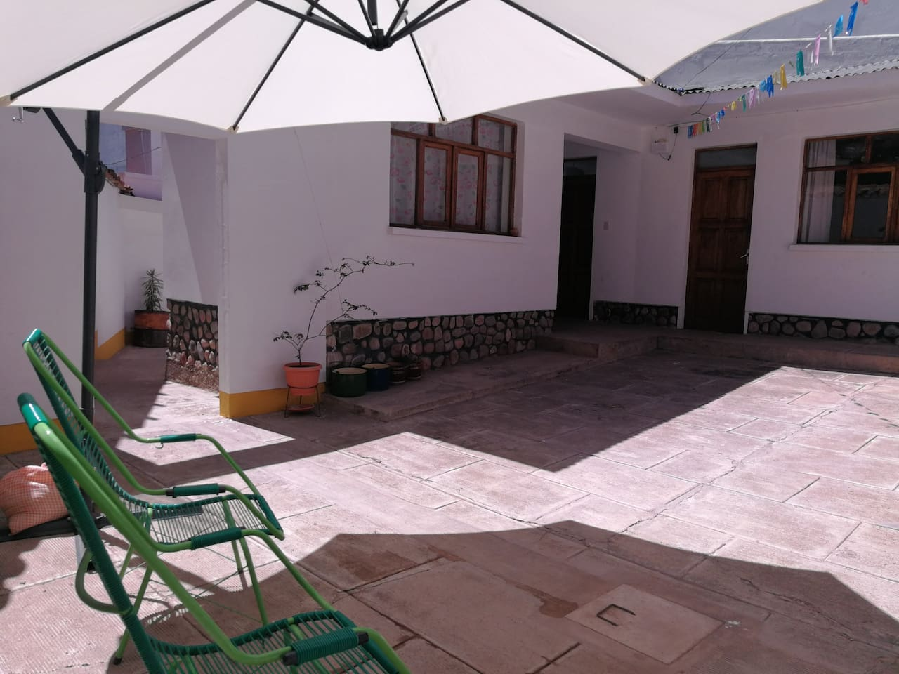 General view of patio/ Vista general del patio