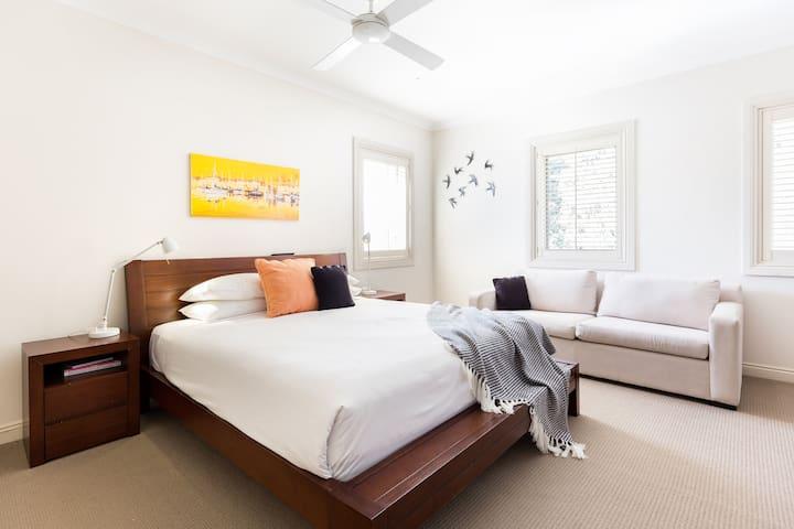 Master Bedroom - Bedroom 1 - Ist Floor