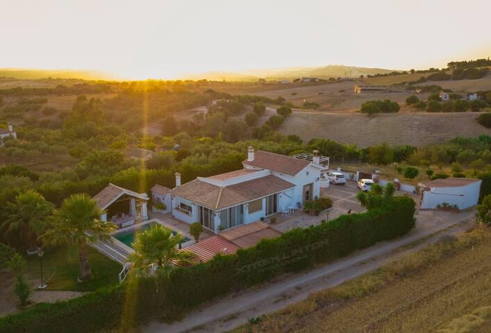 """Villa """"El Estanque"""" Holiday Cottage & Bungalow"""