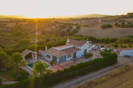 """Villa """"El Estanque"""" Holiday Cottage"""
