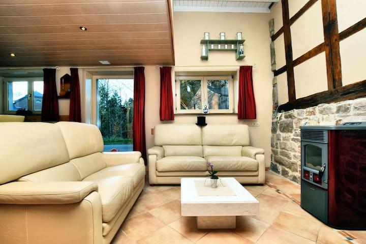 Mooie, volledig gerenoveerde woning met sauna, jacuzzi en overdekt terras