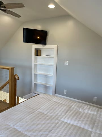 Upstairs loft with queen size bed and twin cot available.  New smart TV