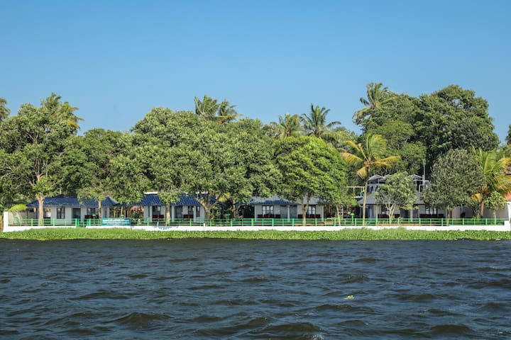 8 Lakeside AC Rooms in Kumarakom, Kerala, India