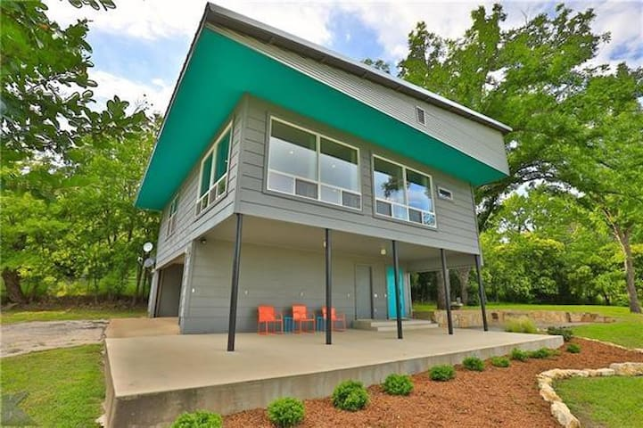 Mid-Century Modern Loft House in Charming Coleman