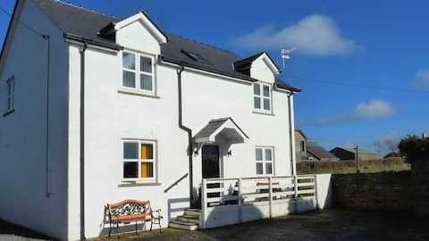 West Wales 3 Bedrooms Near to Beaches & Coast Path