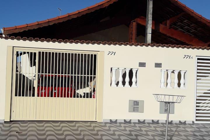 Casa na Praia C/ Garagem Churrasqueira Mongaguá SP