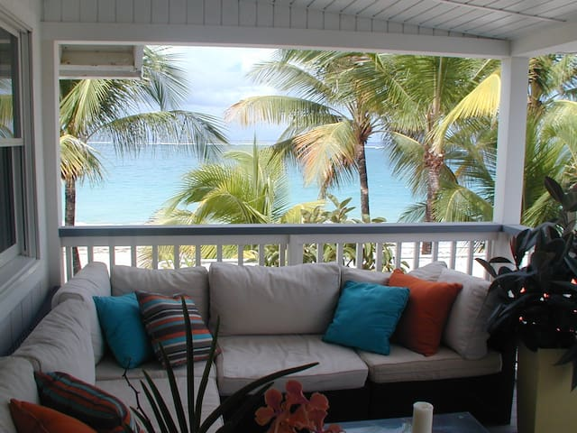 Large Modern Apartment directly on the beach - San Juan - Appartement