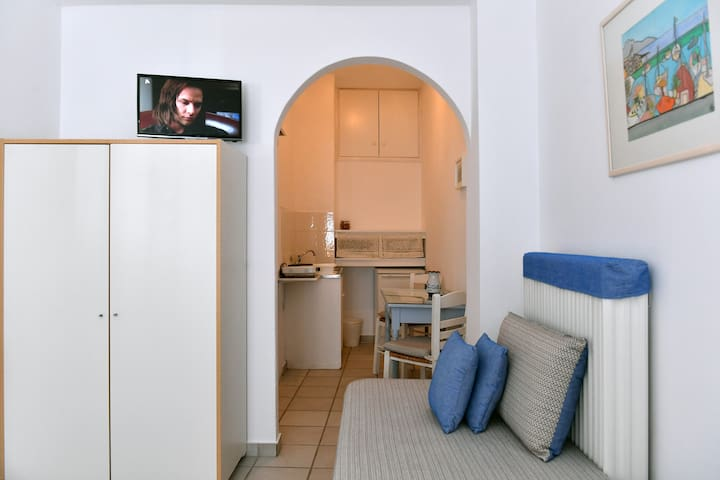 The room with view of the kitchen