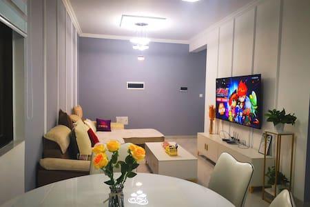 【Sunshine House】现代精装两房两厅公寓/近苏澈公园/东坡湖/东坡印象
