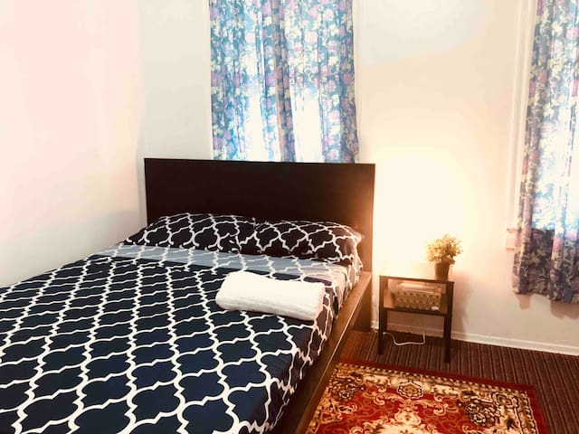 Large Private Lux Room near JFK Airport & Metro
