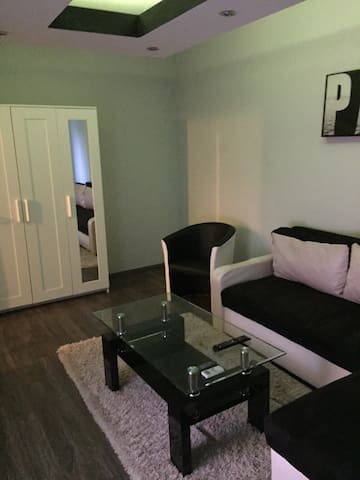 Cozy & modern apartment close to the airport - Будапешт - Квартира