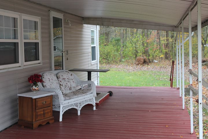Tidy Vintage home w/ lakeview, deck and firepit