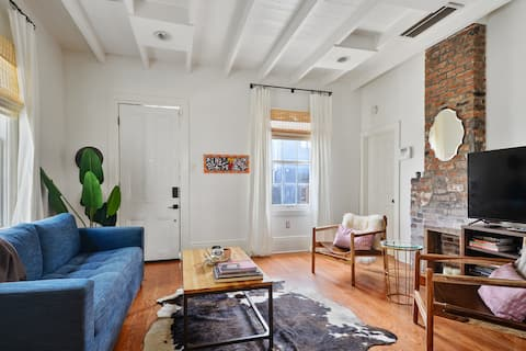 2BR Luxury Cottage-Heart of Lower Garden District!