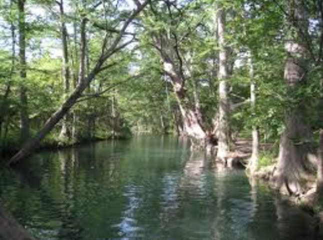 RR bed and bakery-river 1/4 mile - Wimberley - Inap sarapan