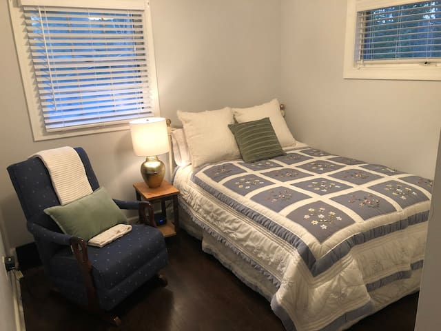 Private and Cozy Guest Bedroom. Always fresh sheets and multiple towels!