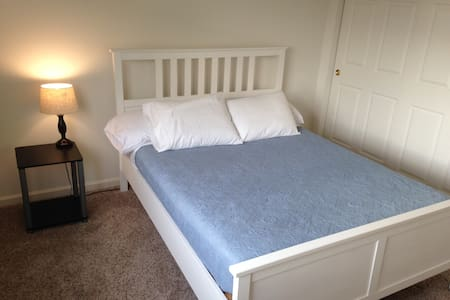 Pleasant bedroom with private full bath - Mason