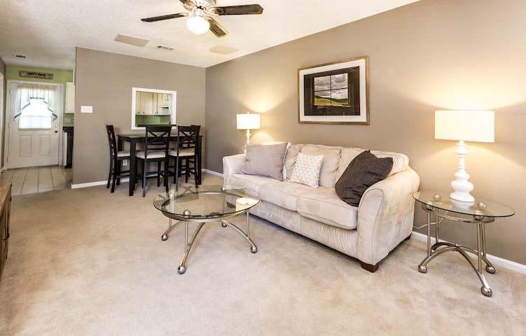 Cute and cozy condo,  minutes from Little Rock!