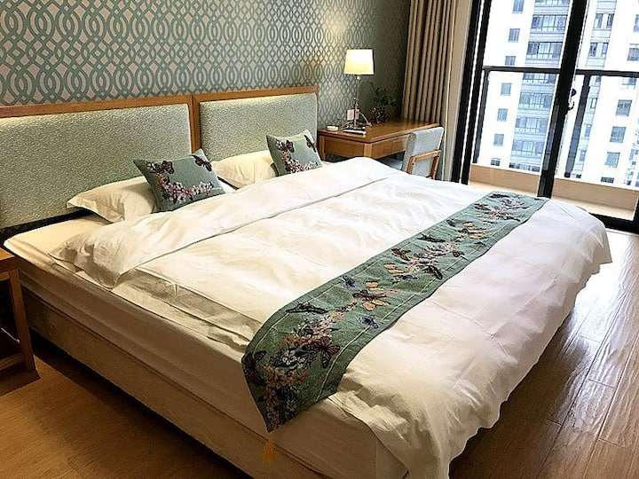 高层景观房2.4米超级大床,黄山大观度假公寓,随意翻滚,步行十五分钟可达屯溪老街黎阳印象