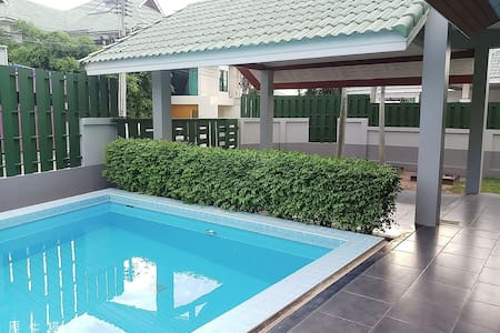 Pool villa pattya