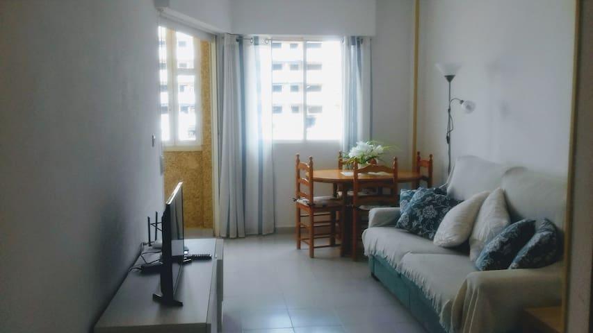 Entire Apartment 10 mins walk from beach & marina
