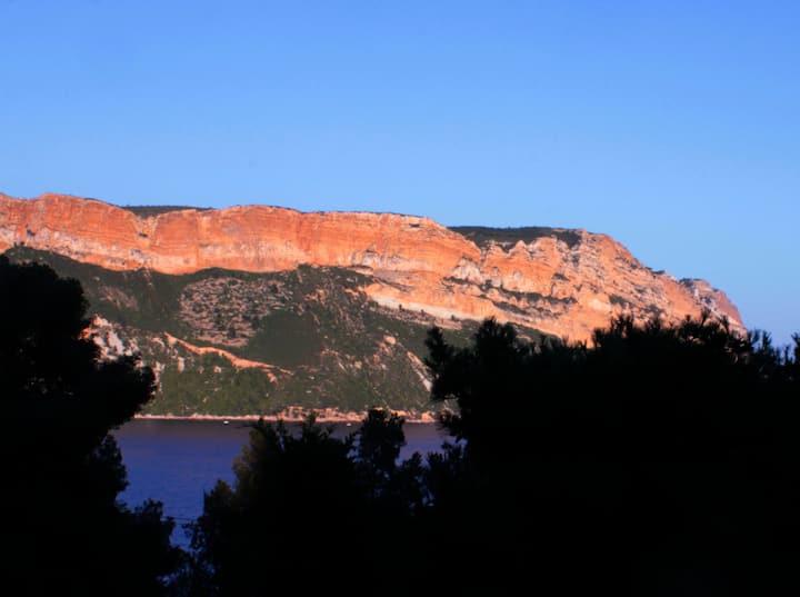 """"""" The Dorn"""" face au Cap Canaille"""