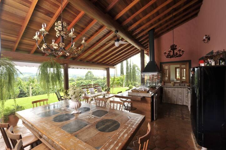 Linda casa de Hospedes em Sitio de Café