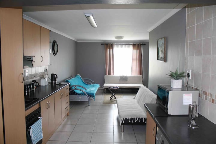 2 bedroom - Fully furnished - Splash of Grey