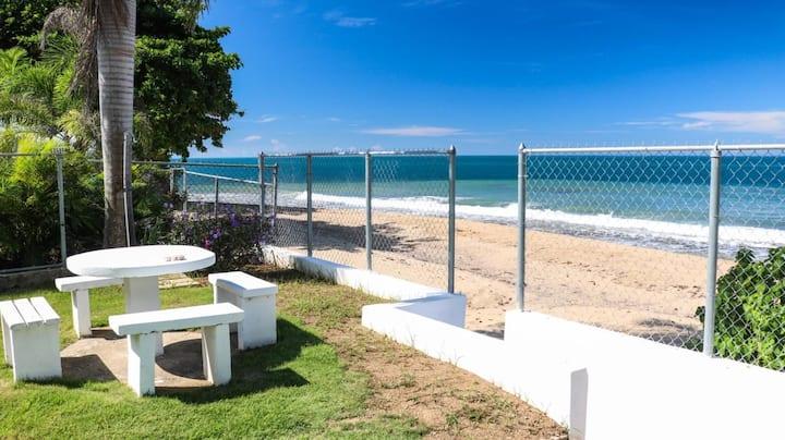 Casa la Playita 1- beach front